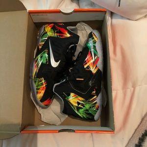 Lebron XI (GS) Shoes